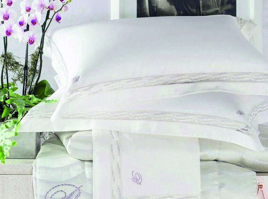 Caldo afoso: la biancheria da usare in camera da letto